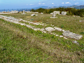 Photo: Byllis, Stoa with hexagonal supporting columns