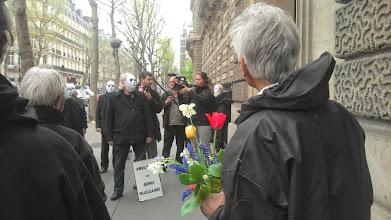 Photo: L'équipe de Xavier-Marie Bonnot filme la scène pour son film grand public.
