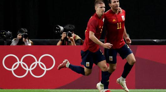 La selección española logra su clasificación como primera sufriendo