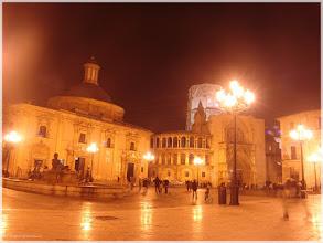 Photo: Plaza de la Viegen ( Valencia).www.viajesenfamilia.it/