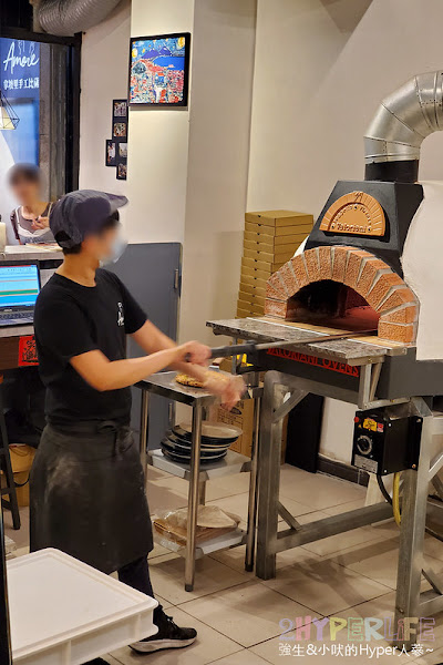 Amore Pizzeria Napoletana│把義大利做披薩那套搬過來,使用義式食材和窯烤, 愛。拿坡里窯烤披薩麵皮口感紮實用料實在!
