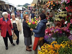 Photo: Auf dem Markt in Montegrotto kaufen wir Proviant, um unterwegs ein Open-Air-Picnic zu veranstalten.