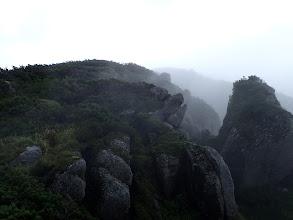岩場(左を迂回)