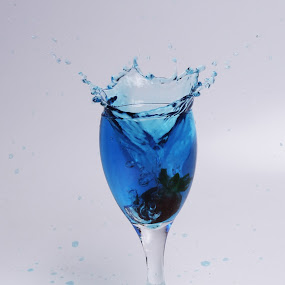 by Gilang Ariefian Gutama - Artistic Objects Glass