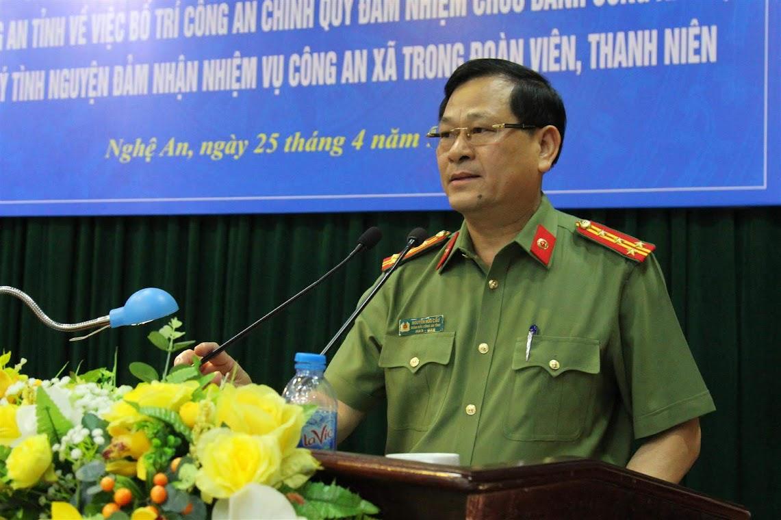 Đại tá Nguyễn Hữu Cầu, Giám đốc Công an tỉnh ghi nhận cách làm hay của BCH Đoàn thanh niên trong thực hiện chủ trương của Đảng ủy, lãnh đạo Công anh tỉnh