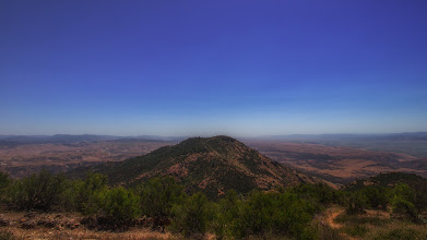 Photo: Panorama from North Chalone Peak, the highest point in the park. South Chalone Peak lies right in front, with the farmlands of Salinas Valley on the right and Pinnacles National park to the left.