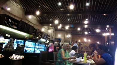 Photo: Crowded Starbucks Coffee at the Phoenix Market City shopping mall, Pune. People in Japan often ask me how my life in India has been. Well, in short, my 10 years in Pune have been as if I have lived in different countries! 29th June updated (日本語はこちら) -http://jp.asksiddhi.in/daily_detail.php?id=588