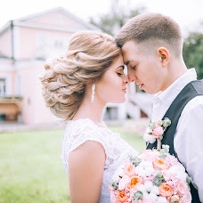 Wedding photographer Arina Sotnikova (id181278408). Photo of 01.09.2017