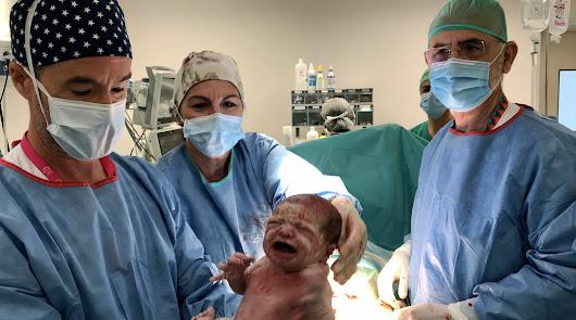 Día histórico en Almería: llega al mundo el primer bebé del Materno Infantil