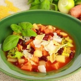 Gemüsesuppe mit Bohnen