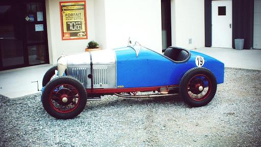 amilcar véhicule ancien de course restauré