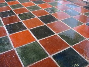 Photo: A pod stopami - stylizowaną podłogę z glazury.