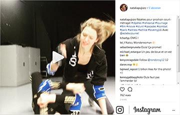 Natalia PUJSZO et Estelle COURRET en répétition : combat et cascade physique. Tournage : Une soirée tranquille. Régleur cascades et chorégraphe de combat : Alexis DIENNA.