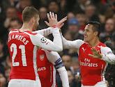 VIDEO: Als het op het veld niet lukt voor Arsenal dan maar op het podium