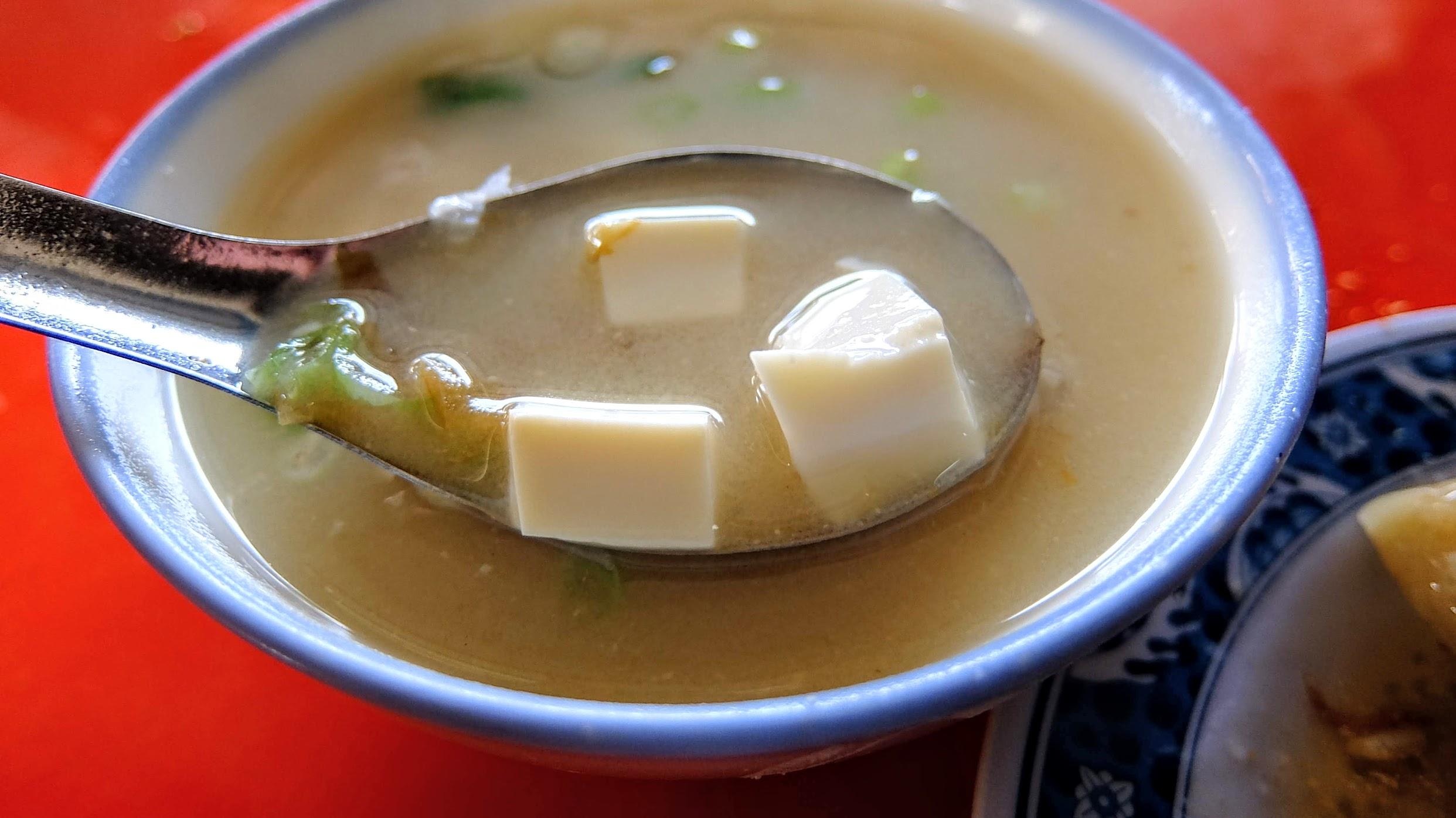 5元的味噌湯,湯多裡頭有豆腐和青蔥