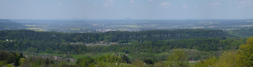 Photo: Výhled ze Vzdychánku. V pozadí Bezděz. V popředí  Klokočské skály. Na pr. okraji Drábské světničky.
