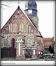 Photo: Dorfkirche Boddin aus dem 13. Jahrhundert. Zum Kirchspiel Boddin an der Quelle der Peene gehören die Ortsteile Alt Vorwerk, Groß Lunow, Holz Lübchin, Klein Lunow, Neu Boddin und Neu Vorwerk.
