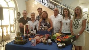 La diputada de Agricultura y representantes de las firmas que participan en el patrocinio de los conciertos del Real
