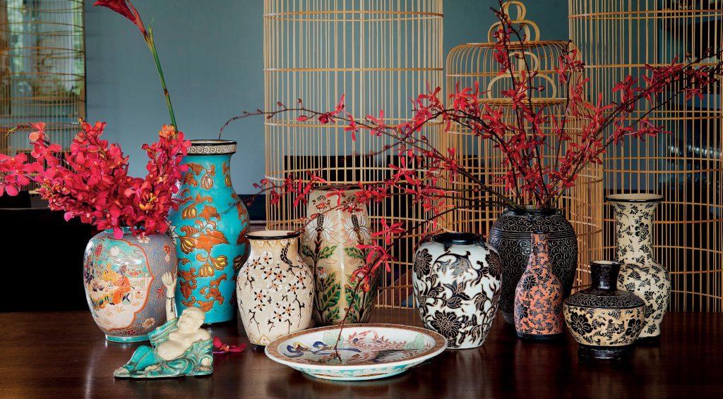 Floral patterns on Bien Hoa ceramics.