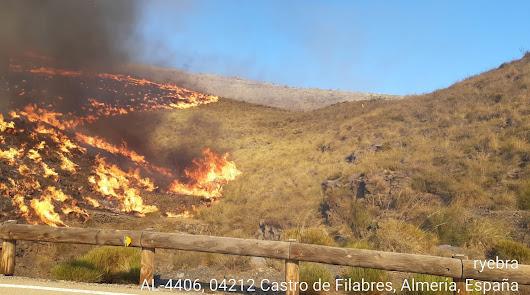 El Infoca controla el incendio de Castro de Filabres