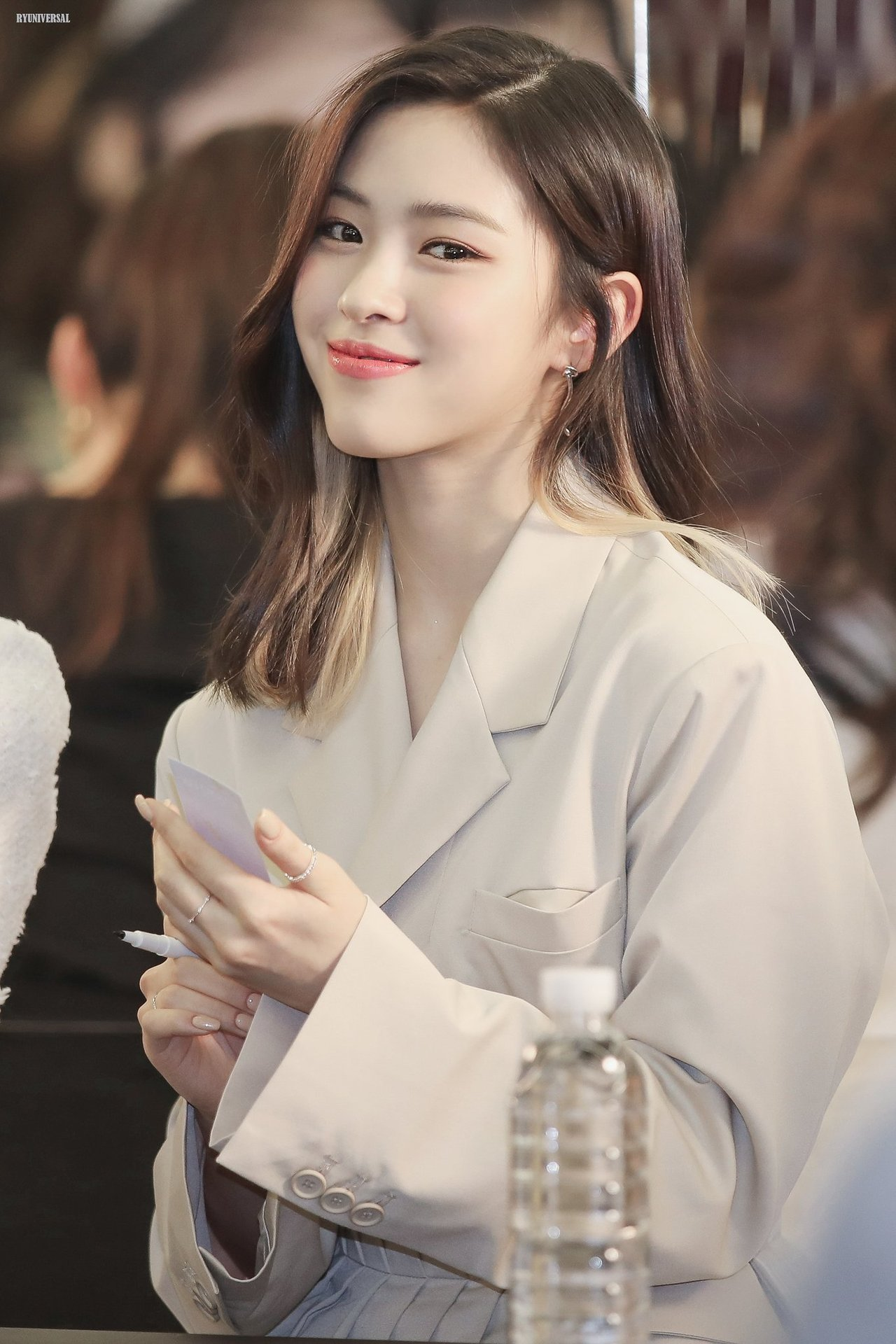 Itzy Were Elegant Goddesses At A Recent Event And Here S 25