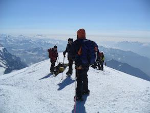 Photo: En la cima. No hay nada, pero no se puede subir más, por fín. Foto AH
