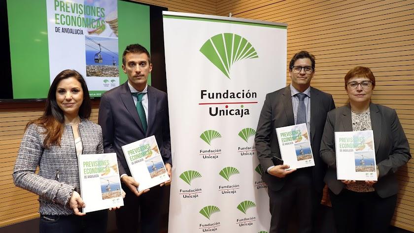 Cristina Rico,  Rafael Muñoz Zayas, Rafael López del Paso y Felisa Becerra, del equipo de Analistas Económicas.