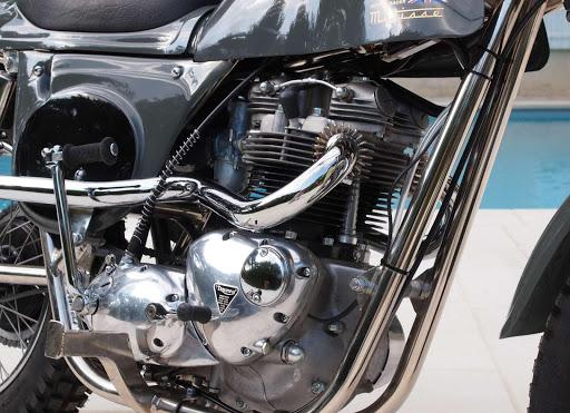 Rickmann Metisse chez le spécialiste de la moto anglaise classique, Machines et Moteurs
