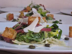 Photo: Salade césar canard, carcajou, marguerite