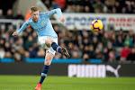 De Bruyne trakteert Manchester City bij terugkeer op leidersplaats