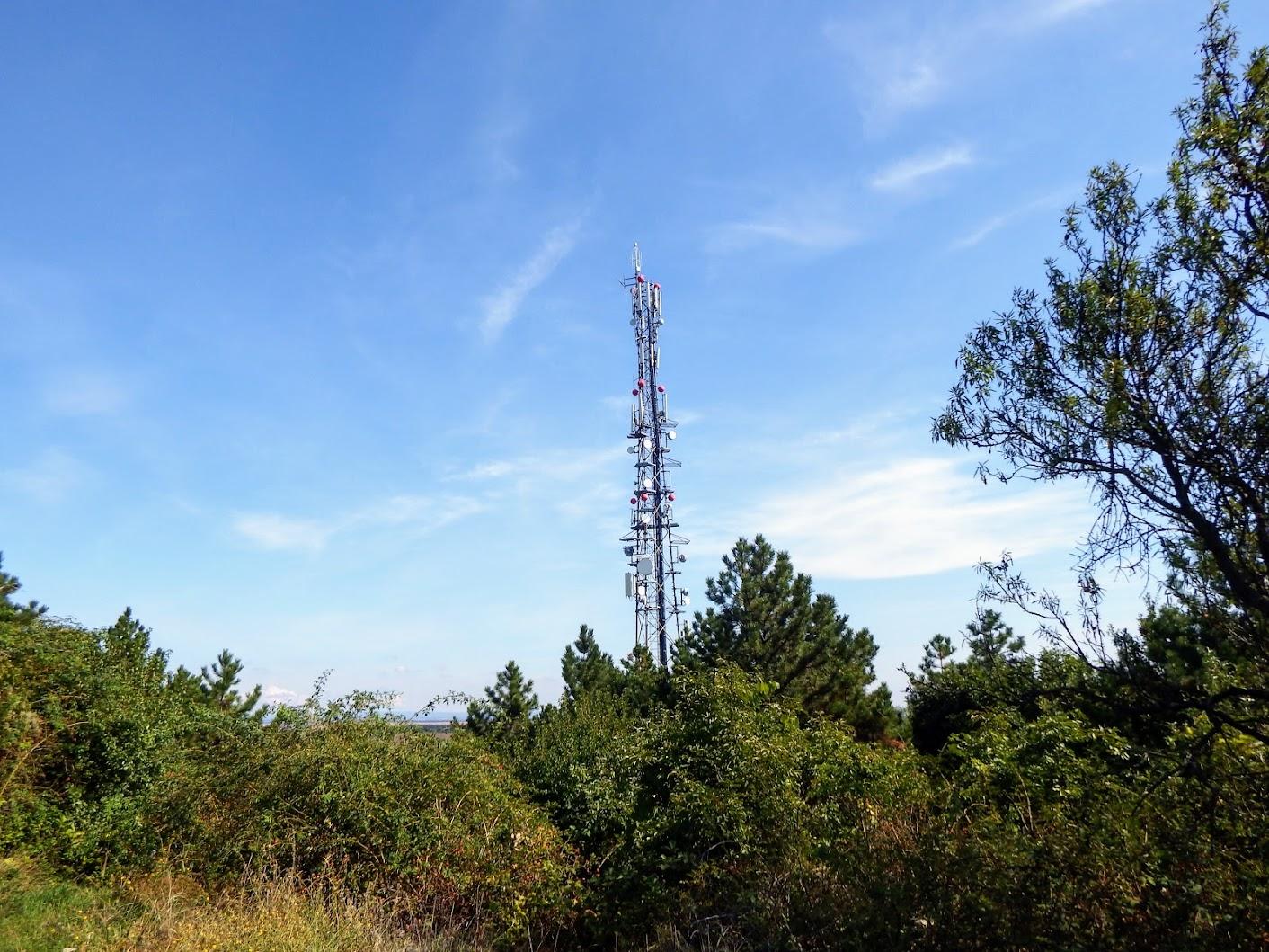 Velence/Bence-hegy, távközlési torony - helyi URH-FM adóállomás