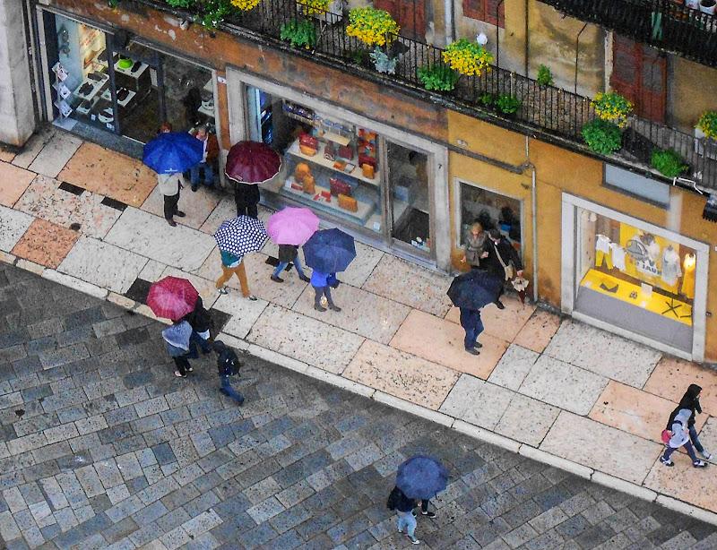 ... passeggiando sotto la pioggia ... di loveombra
