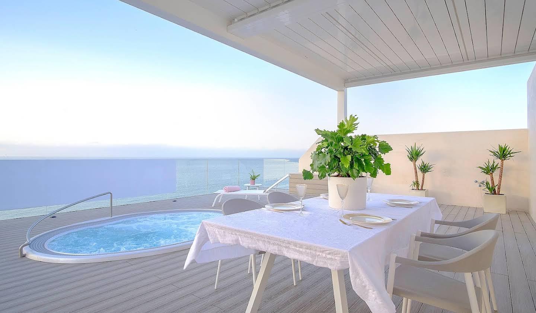 Appartement contemporain avec terrasse et piscine Estepona