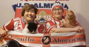 Dos aficionadas de Orgullo Almeriense dando ejemplo desde casa.