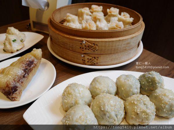 滬舍餘味。真正道地的上海生煎包。噴汁到讓人無怨尤。還有小籠包.蒸餃.燒賣.肉粽