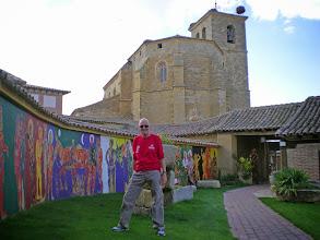 Photo: Etapa 14. Alberg En el Camino. Iglesia de l'Asunción al fons. Boadilla del Camino.