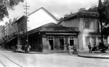Photo: Casa D´Ângelo, na Rua do Imperador, esquina da Praça D. Pedro. Foto da década de 30