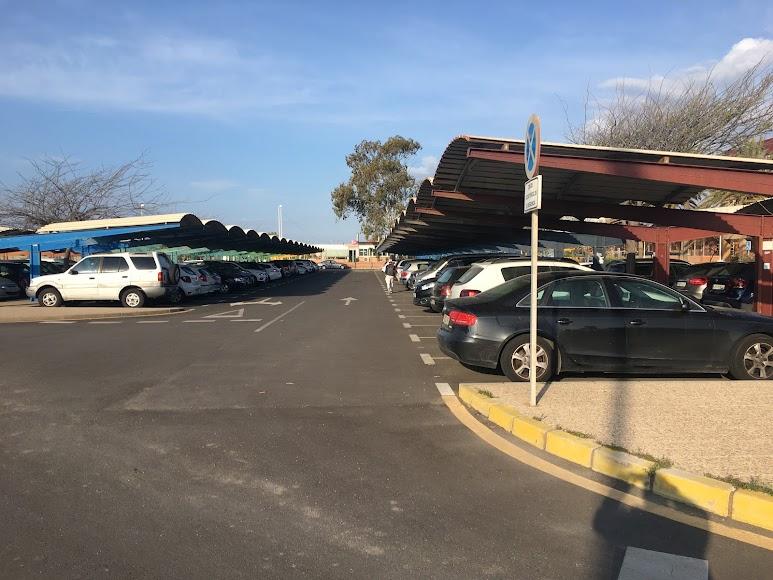 Aparcamiento de coches en el Campus.