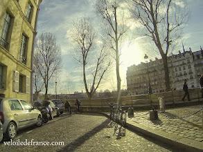 Photo: La romantique Place d'Aragon sur l'Ile Saint-Louis -e-guide balade à vélo de Bercy Village à Notre-Dame par veloiledefrance.com