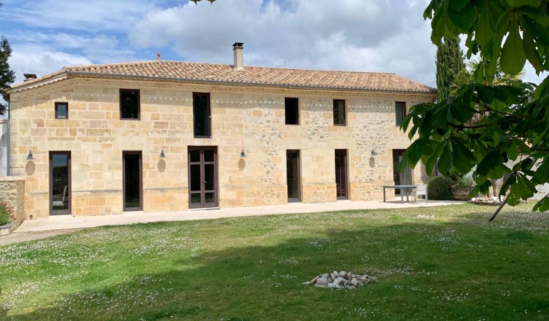 Maison avec piscine et jardin Saint-Savin