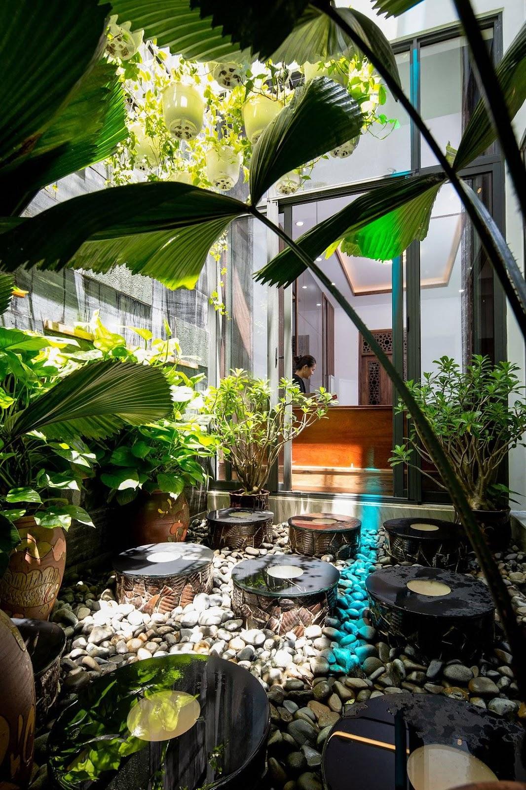 Tiểu cảnh ngập sắc xanh trong ngôi nhà