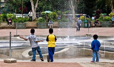 Photo: Des gosses dans le parc de Baguio.