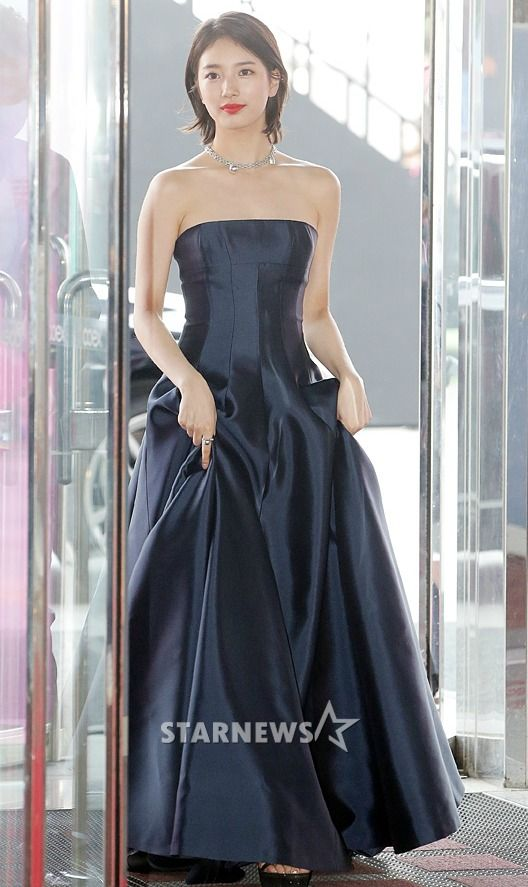 suzy gown 22