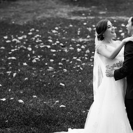 Wedding photographer Adrian Canape (adriancanape). Photo of 03.10.2017