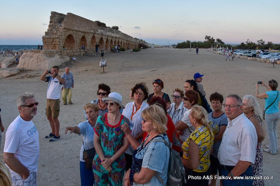 Римский акведук. Кейсария. На экскурсии гида в Израиле Светлана Фиалкова.