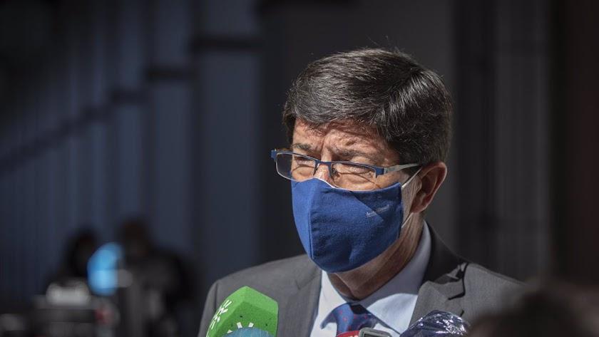 Juan Marín anuncia que endurecerán las medidas.