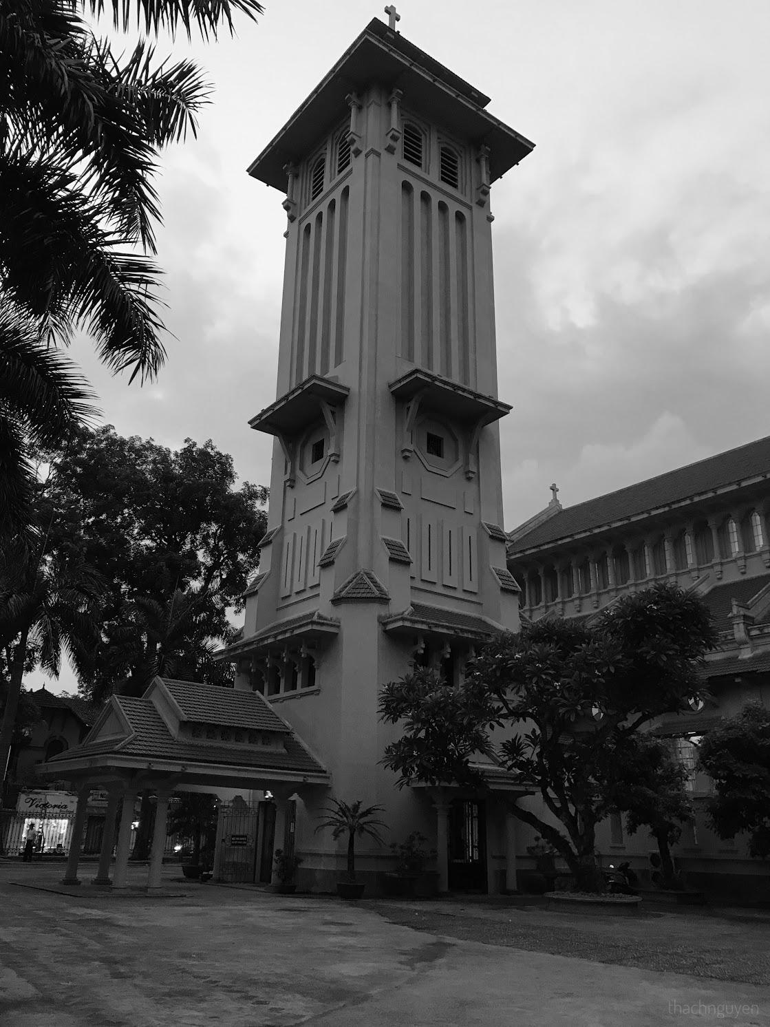 tháp chuông nhà thờ cửa bắc