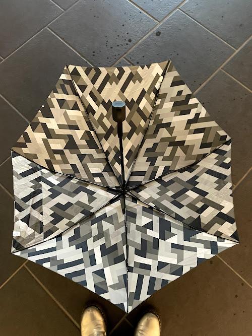 雨の日にオススメのリュックが濡れない傘