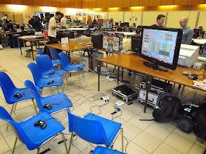 Photo: Qui veut jouer à Bomberman sur Sega Saturn ? 8 manettes sont disponibles.