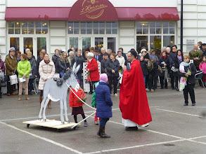 Photo: Pfarrer Beranek predigt über den Esel von Jesus